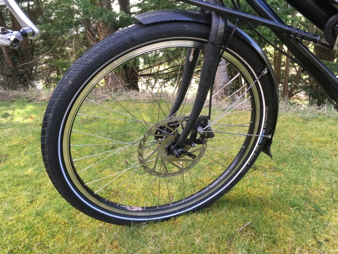Front wheel with large size disc rotor